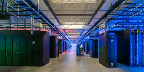 technician-prineville-2-facebook-data-center